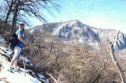 هرکس در زندگی خود یک کوه اورست دارد که سرانجام یک روز باید به آن صعود کند.... زمین خوردی....عیبی ندارد.... برخیز....نگذار زمین به جاذبه اش ببالد.... سر به دو زانوی غم فرو مبر....سرت را بالا بگیر قدرت دستانی که به سویت دراز شده از یاد برده ای.... کوله بارت ریخت...عیبی ندارد سبک باشی راحتتر اوج میگیری