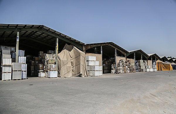 تاجران قراردادهای خود را تمدید نمیکنند افزایش قیمت پایه گمرکی باعث کاهش واردات شده است،قیمت اجاره انبارها را افزایش ندادهایم ادامه خبر در: http://www.paperandwood.com/Fa/NewsItem/?nID=7081