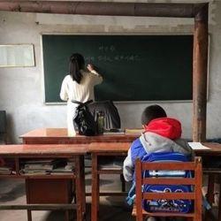 """جوانی رو دیوار مدرسه دخترونه نوشت""""فردا نیا مدرسه میخوام بیام خواستگاریت"""" میگن فرداش هیچکدام از دخترا و بعضی  از معلما و مدیر  نیومدن مدرسه حتی ننه مدرسه هم رفته بود آرایشگاه خودشو آماده کنه..دلتون همیشه شاد"""
