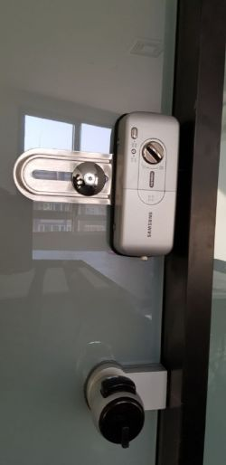 http://samsunglock.support نصب قفل دیجیتال سامسونگ SHS-G510 GLASS مخصوص شیشه سکوریت تلفن تماس : 88202562-09380941346 SAMSUNG-SHS-G510 GLASS Digital Lock Installing TEL:+9888202562-+989380941346 قفل دیجیتال سامسونگ، پرفروش ترین قفل دیجیتال در جهان
