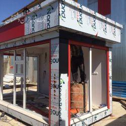 در حال ساخت کانکس فروشگاهی در شهر خورموج