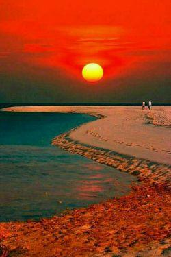 سلام دوستان قلبتان مملو از عشق زندگی تون سرشـار از نیکی ساحل زندگیتون همیشه آرام دلتون مثل دریا وسیع وبخشنده و قلبتـون مثـل آسمان  پهناور و مهربان    