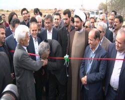 بعد از فحاشی متداول #بهاری ها و اینکه ۱- هیچ جواب موجهی برا اجازه مکرر احمدی به بوسیدن دست ش توسط ملت ندارن و البته اون عکسا رو مخفی میکنن. ۲- میگن فقط #احمدی_نژاد دست ملت رو بوسیده که اینم دروغه و عوام فریبی، چرا که  مسئولین زیادی دست مردم رو بوسیدن.  #دستبوسی  https://instagram.com/mostaghiss/p/BuqSc4QHZrj/