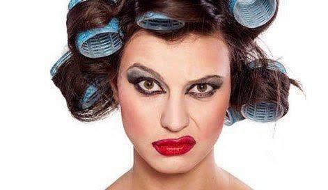براساس تحقیقات استفاده طولانی از لوازم آرایش باعث افزایش عصبانیت خانم ها میشود!  کارشناسان علت آن را سنگینی پوست و تأثیر آن بر روی اعصاب عنوان کرده اند!