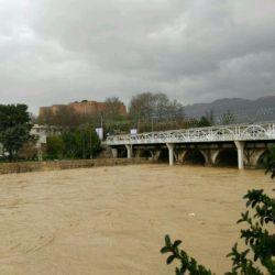 رودخانه خرم رود همجوار با قلعه فلک الافلاک . در جریان سیل امروز خرم آباد....