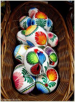 تخم مرغ رنگ شده تقدیم شما ...