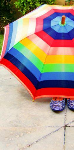 دلم قدم زدن می خواهد؛  ️ با یک چتر زیر باران  تو هزاربار بگویی: دوستت دارم ️  ️ و من هربار صدای باران را بهانه کنم  ️ و بگویم: چه گفتی؟...