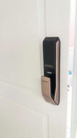http://samsunglock.support نصب قفل دیجیتال SAMSUNG SHP-DP920 پرفروش ترین قفل دیجیتال در کره جنوبی قفل دیجیتال سامسونگ، پرفروش ترین قفل دیجیتال در جهان تلفن تماس : 88202562-09380941346 SAMSUNG SHP-DP920 Digital Lock Installing TEL:+9888202562-+989380941346