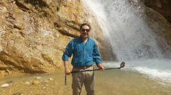 خنکای آب آبشار در این گرمای بهاری بسیار دلچسب است