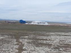 کارخانه سولفات سدیم در کنار تالاب به کار استخراج ادامه میدهد و علاوه بر سود دهی میتواند برای محیط زیست منطقه هم ناگوار باشد