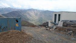 کسی میدونه این بنا در بالای کوههای نظم آباد اراک برای چیه لطفا؟؟؟