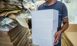 عبور قیمت کاغذ آزاد از مرز 500 هزار تومان بازار کاغذ امروز در شوک افزایش قیمت 20 هزارتومانی قرار گرفت و اکنون هر بند کاغذ 70 گرمی چهار و نیمورقی به 500 هزار تومان رسیده است. ادامه خبر در: http://www.paperandwood.com/Fa/NewsItem/?nID=7179