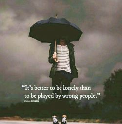 تنها بودن خیلی بهتر از اینکه بازیچه ی یه آدم اشتباهی باشی...   ♥️