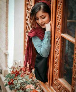 حتی شمعدانی کنار پنجره ات هم نشدم که حواست به من باشد که به من برسی ...!  ♥️