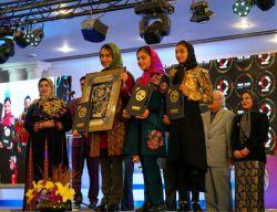 نفرات اول تا سوم بخش جوان  نهمین جشنواره مجریان و هنرمندان صحنه ایران ،تهران ،هتل هما