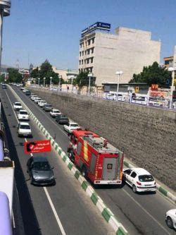 همکاری مردم جهت باز کردن راه برای آتش نشانی خیابان دانشکده - ارومیه