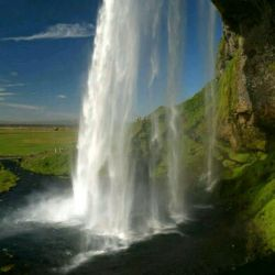 سخت چون سنگ هم باشی با ریزشی از مرواریدهای آبشار نزد من زیباتری زیباتر از صخره های شرمسار