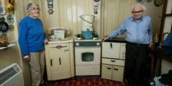 این زوج مسن انگلیسی بعد از 61سال حاضر شدند دستگاههای برقی خود را به فروش بگذارند آن هم نه به خاطر از کارافتادن آنها بلکه برای واگذاری به موزه و نشان دادن کیفیت کالاهای قدیمی...