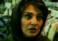 فیلم کوتاه زنی پوشیده با گردنبند  www.filimo.com/m/F8rm6
