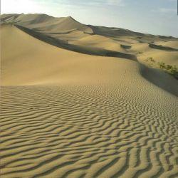 چشم اندازی زیبا از تپه های شن روان  همینک صحرای کویر