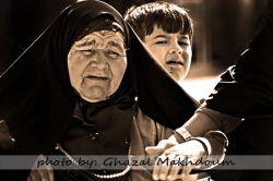 اینجا جمکرانه این اقا کوچولو اومده بود برای مادربزرگش دعا کنه که راه بره