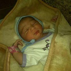 آقا مهدیار بیست دقیقه پس از تولد. امیدوارم بتوانیم امانت دار خوبی باشیم. خداوند به همه علاقمندان به فرزند اولاد صالح عطا نماید.