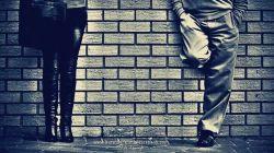 دیوار كه باشی عاشق كسی  می شوی، كه یادش نیست كی... كجا... به سینه ات تكیه داده