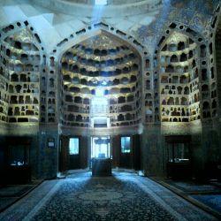 #hamrah1بقعه شیخ صفى الدین اردبیلى,داخل مقبره  سقف بامخلوط پودرطلاورنگهاى گیاهى تزیین شده است.فرش ابریشم
