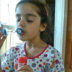 اینم دختر خالمه داره حباب بازی میکنه