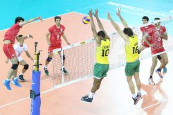 Lucarelli and Lucas block an Iranian attack as Brazil pull a set back. Iran lead 2-1