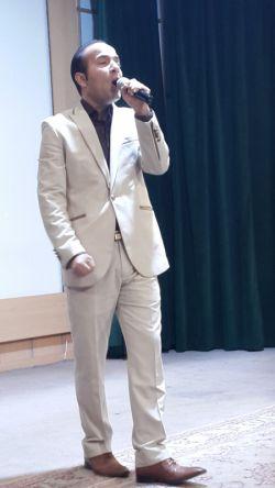 حسن ریوندی مرد خنده، برترین شومن سال در حال اجرا در ... جشن خاطره انگیز عید فطر   موسسه ذهن برتر   دوشنبه 6 مرداد 93 برگزار شد. zehnebartar.com