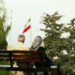 بود عمری به دلم با تو که تنها بِنِشینم کامم اکنون که برآمد بنشین تا بنشینم  #hamrah1 #art #photography #iran