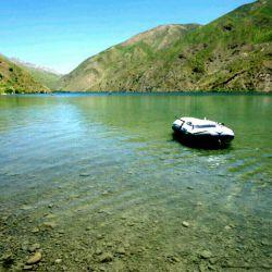 اینهم عکس قایق من صرفا برای اطلاع اون دوست که گفتند ما قایق داریم شما ندارید  آخه این چیزا گفتن نداره ما گهربه خاطر عشق به طبیعت و کوهنوردیی میریم