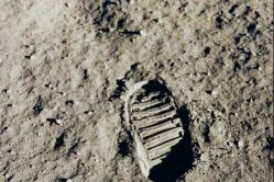 اولین رد پای انسان در کره ماه