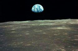 دیدن کره زمین از سطح ماه