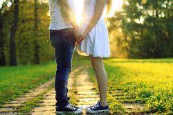 می دونی دلتنگی یعنی چی ؟  دلتنگی یعنی اینکه بشینی با یادش به خاطراتت فک کنی … اونوقت یه لبخند بیاد رو لبت ولی چند لحظه بعد شروع اشکهای لعنتی …