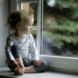 تو رفتی و من فقط نگات کردم ، تعجب نکن که چرا گریه نکردم ، بی تو یک عمر فرصت گریستن دارم ، اما برای تماشای تو همین یک لحظه باقیست *عشق کودکی*