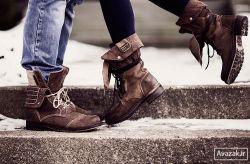 دلتنگی همیشه از « تنهـــــایی » نیست گاهی از « فاصله » است « فاصله » از کسی است که دوستش داری وچه سخت است نه تو پای رفتن داشته باشی، نه او توان آمدن [ ماندن ] پس : « فاصله » خــــر است ...