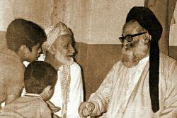 مرحوم علامه سید محمد حسین حسینی طهرانی (ره) در کنار استادشان، مرحوم حاج سید هاشم موسوی حداد (ره)