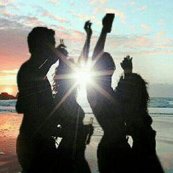 ...ههه..!!خیلی خوبه جام شن ساحل فرش زیر پام چراغ خوابم باشه نور ماه اگه اسمون بشه تیره تار پس شک نکندنیا مال ماستاسمون و با ستاره هاش....دوستدارشما eBiRaam