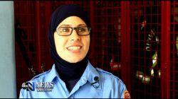 کائه آسیما، اولین آتش نشانی است در امریکا که توانسته است این شغل خطیر را با حجاب بپذیرد  منبع : آتش نشان محجبه   حجاب برتر