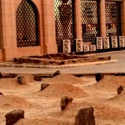 ادب عباس علیه السلام ارث مادر است.بانو ی ادب ام البنین