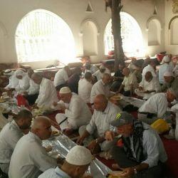 ناهاری کریم اهل بیت در باغ شیعیان