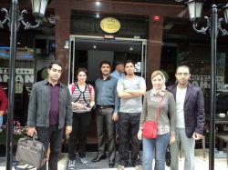 سپتامبر 2011 -  مقابل درب هتل Alahan قبل از عزیمت به Test Center برای دادن اولین آزمون های عبدالجلیل، آناهیتا و وحید