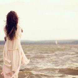 حوا که بغض کند حتی خدا هم اگر سیب بیاورد چیزی به جز آغوش آدم آرامش نمیکند ...