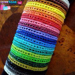 فانی بافت fun loom  تنها چند رنگ دستبند فانی بافت fun loom را با سلیقه خودتان درست کنید.   بهترین سرگرمی برای اوقات فراغت کودکان و نوجوانان درست کردن چیزهایی است که بتوان از آن ها استفاده کرد.  درست کردن این دستبند بسیار آسان است.