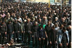 اقامه ی نماز ظهر عاشورا به امامت حضرت حجت الاسلام والمسلمین انجوی امینی