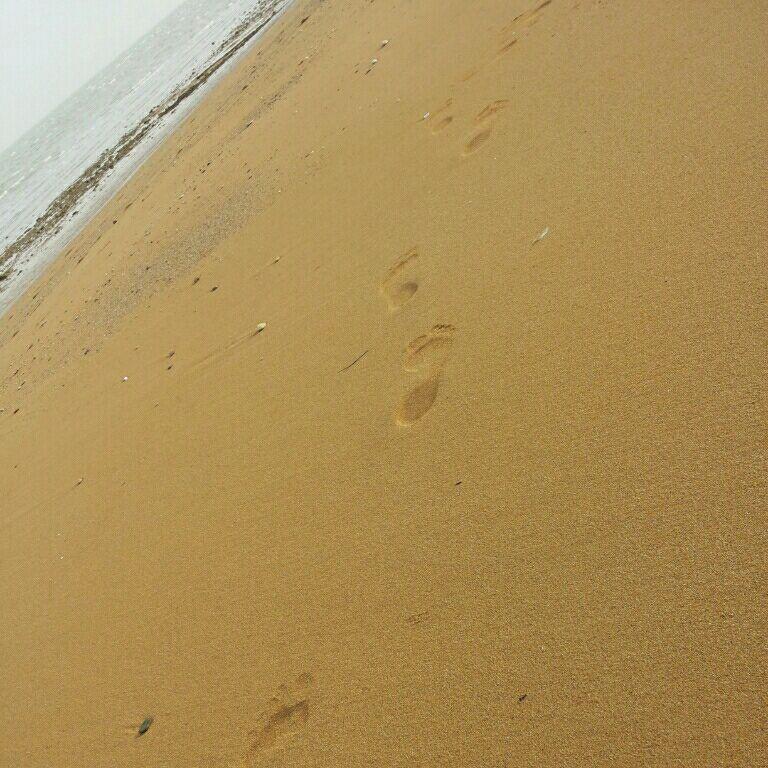 كیا عاشق قدم زدن لب ساحل هستن هركی هست لایك كنه دوستایی كه دوست دارین لب ساحل باهاشون قدم بزنی تك كنید