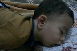 امیرعلی درخواب.به عشق سایه جوووووون