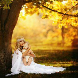 دراین دنیابعدازعشق به خدا.فقط به عشق مادری،ایمان دارم.همیشه پاک وزلال وبدون هیچ جایگزینیست.کاش همیشه دراغوش پرمهرت جاداشتم مادرم...